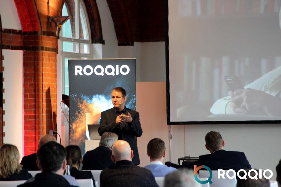 Das Bild zeigt Dr. Jens-Uwe Meyer Keynote Speaker zur Digitalisierung. Er hält einen Vortrag über die digitale Zukunft des Einzelhandels.