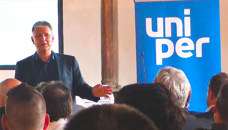 Das Bild zeigt Keynote Speaker Dr. Jens-Uwe Meyer. Er spricht über die Digitalisierung in der Energiebranche.